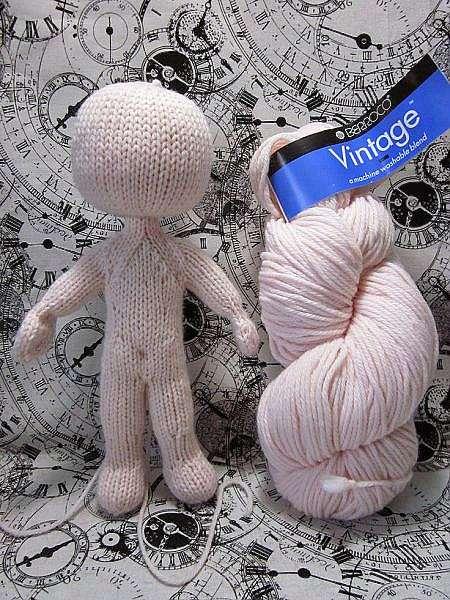 связать маленькой куколке одежду спицами вязаные куклы спицами